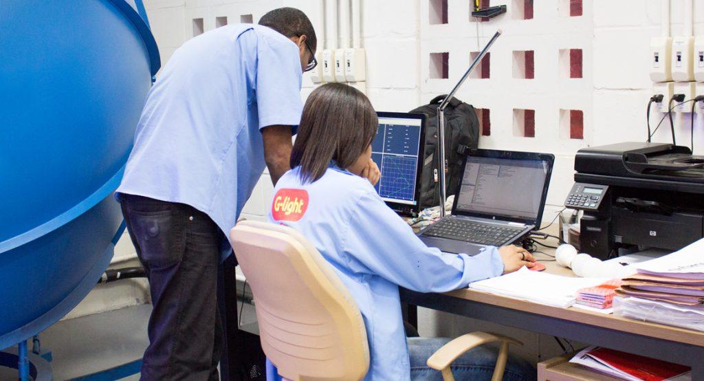 setor-de-engenharia-fabrica-lampada-led-g-light